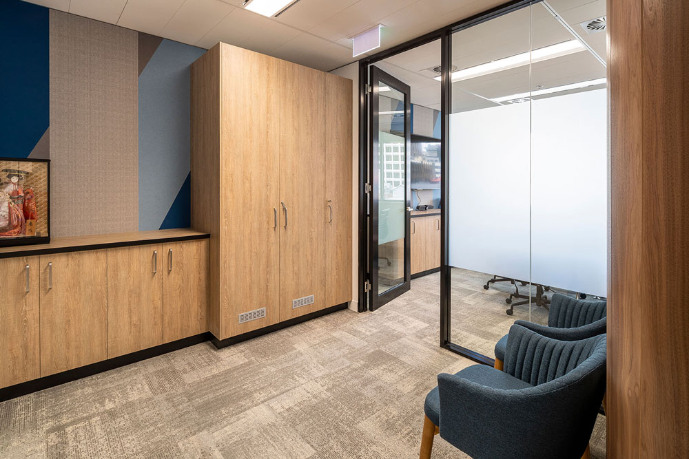 Make good and de fits reception space with doors