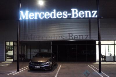 Mercedes-Front-signage